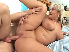 Plump blonde gets cream on peach